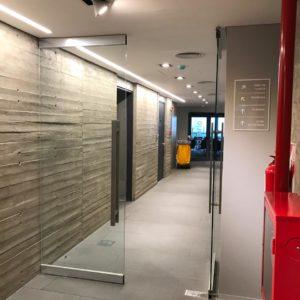 Puertas Pivotantes - IATASA - CARPEAL Building